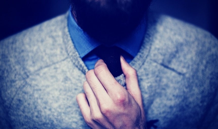 Man in cashmere sweater with beard and tie
