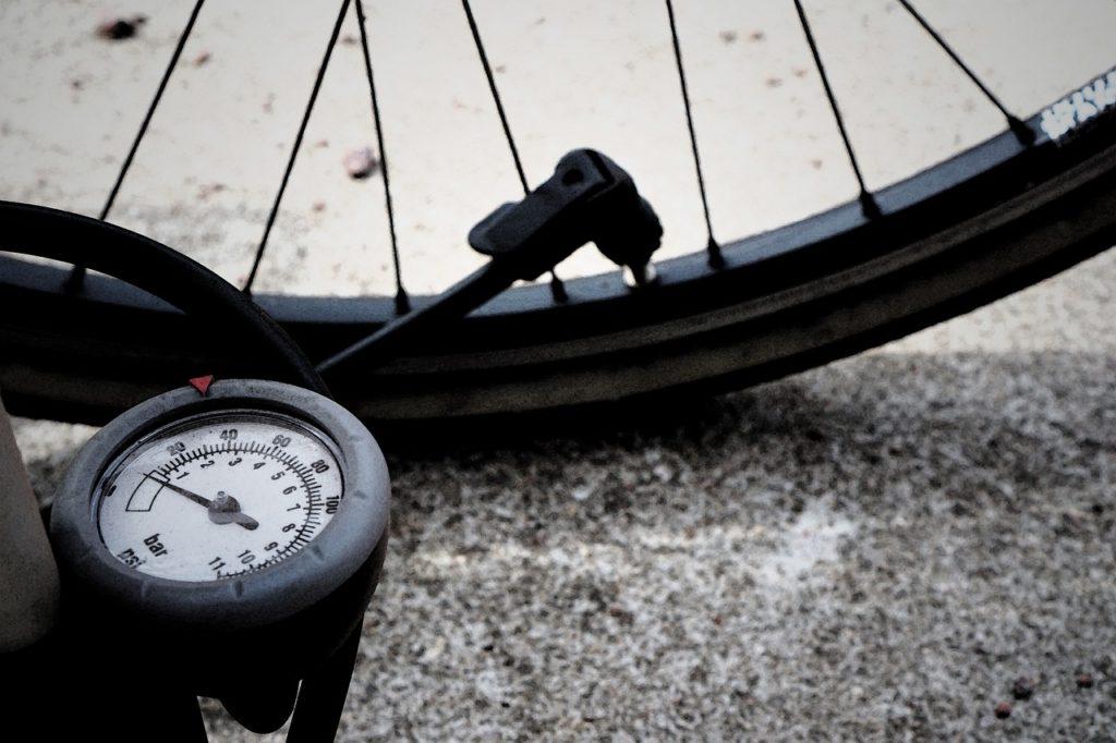 Pump and bike tire