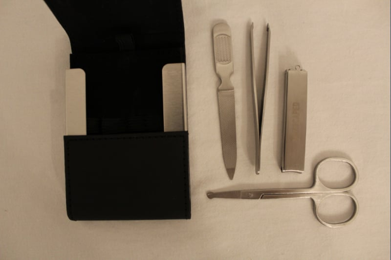 Manscaped Shears 2.0 grooming kit components