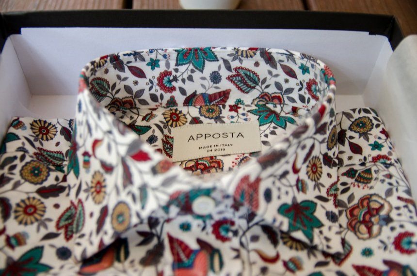 Apposta 100% Pure Cotton Poplin Floral Close Up Of Collar