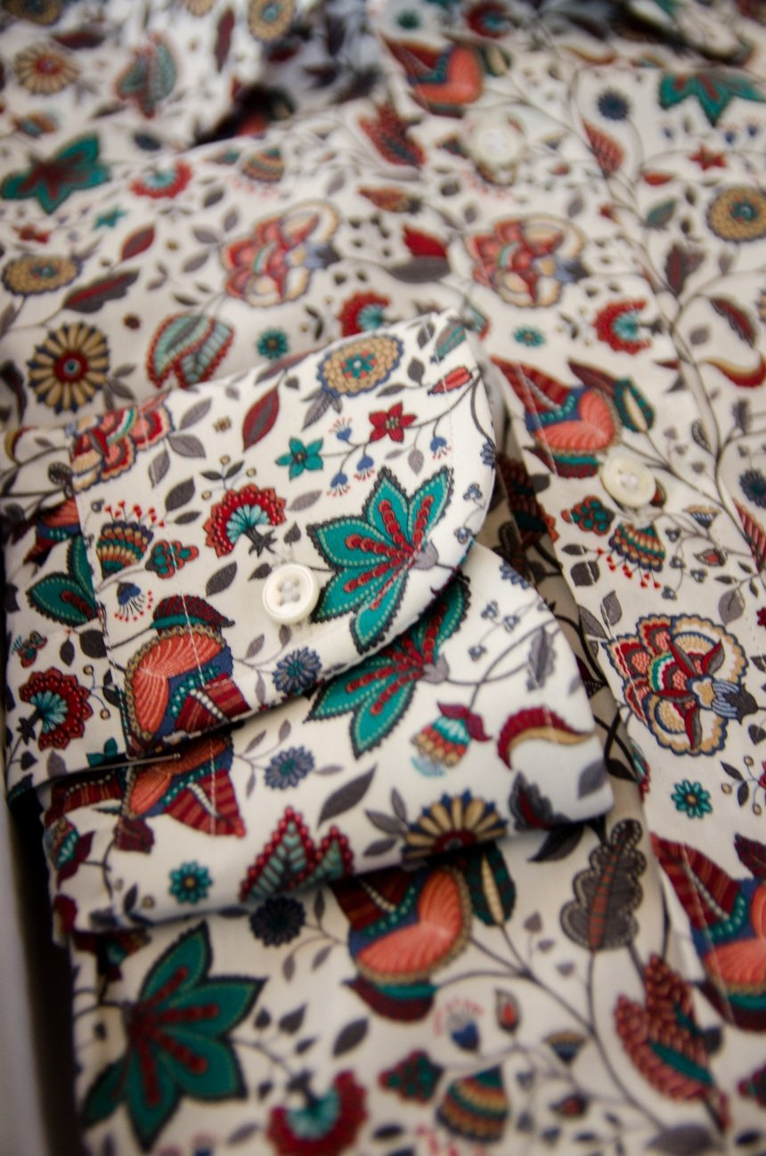 Apposta 100% Pure Cotton Poplin Floral Close Up Of Cuff And Button Hole Product Shot