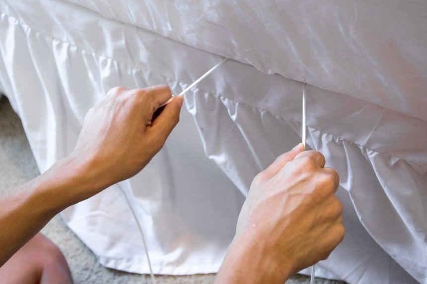 Model Fastening Bed Scrunchie