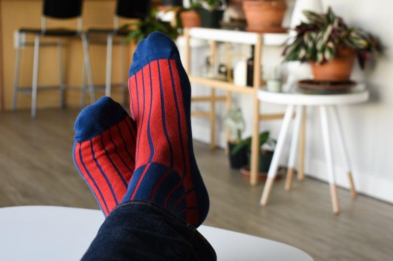 navy lignes dor socks thieves gold on model