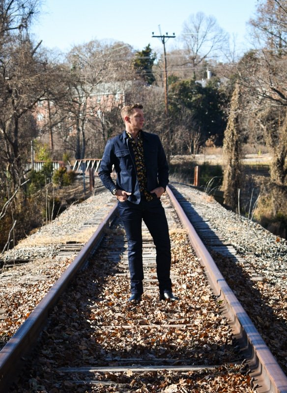 model on train tracks what to wear with dark blue jeans