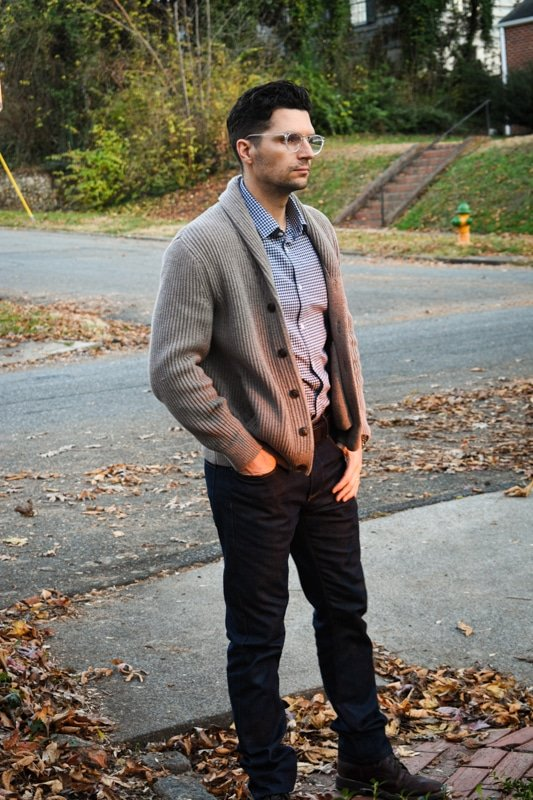 model wearing mizzen and main shirt with mott and bow dark blue jeans