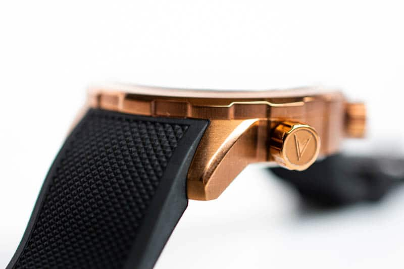 closeup of vincero watch crown
