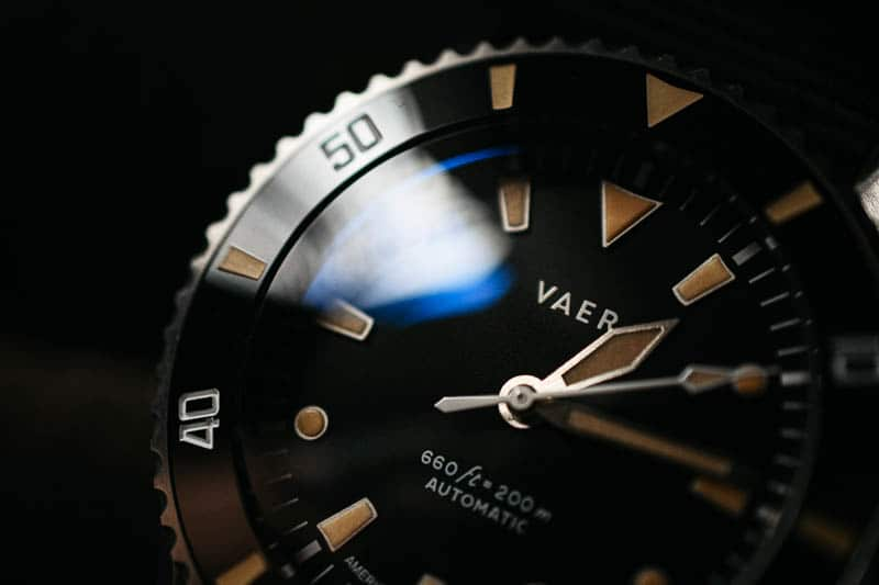 Vaer d5 crystal and dial detail