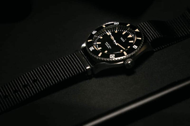 Vaer d5 dive watch profile view with nylon strap