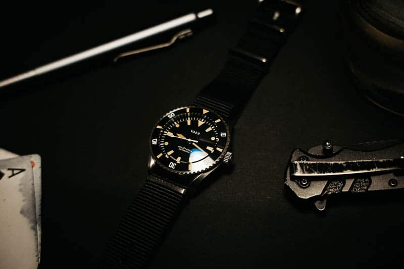 Vaer d5 dive watch with accessories