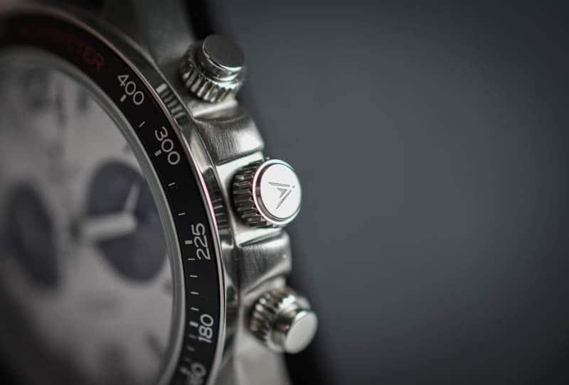 Vincero Apex closeup crown detail