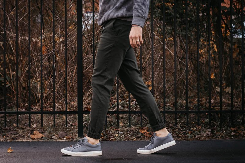 Liverpool Jeans los angeles twill joggers and grey sneakers Greats