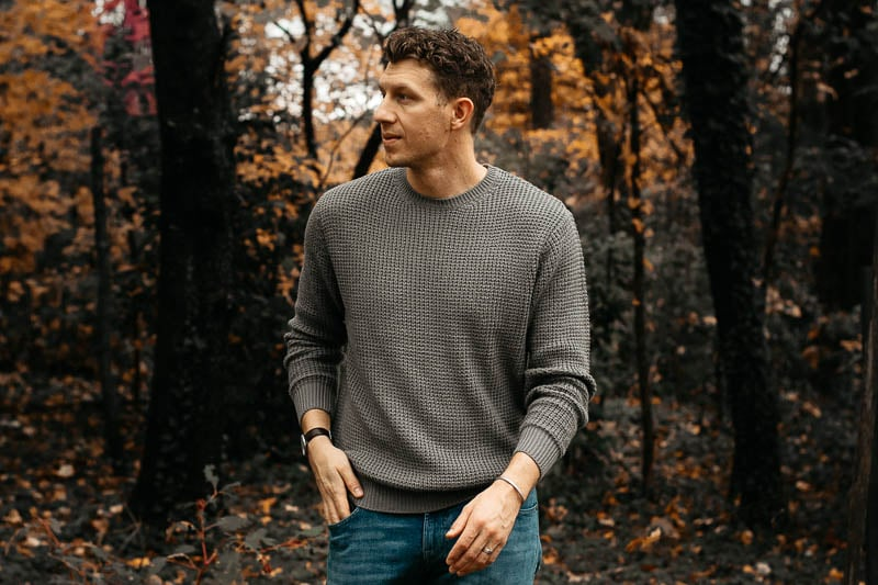 model in fall autumn setting wearing knit sweater grey liverpool los angeles