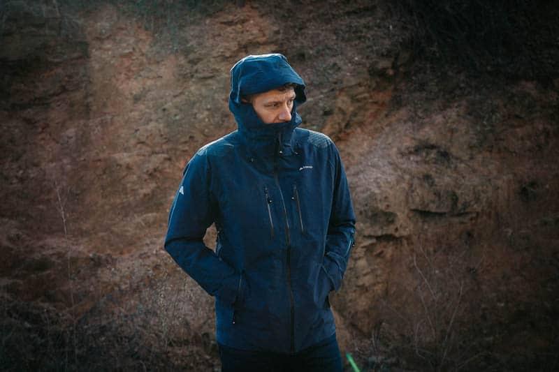 hard shell mountain Cortazu jacket with hood
