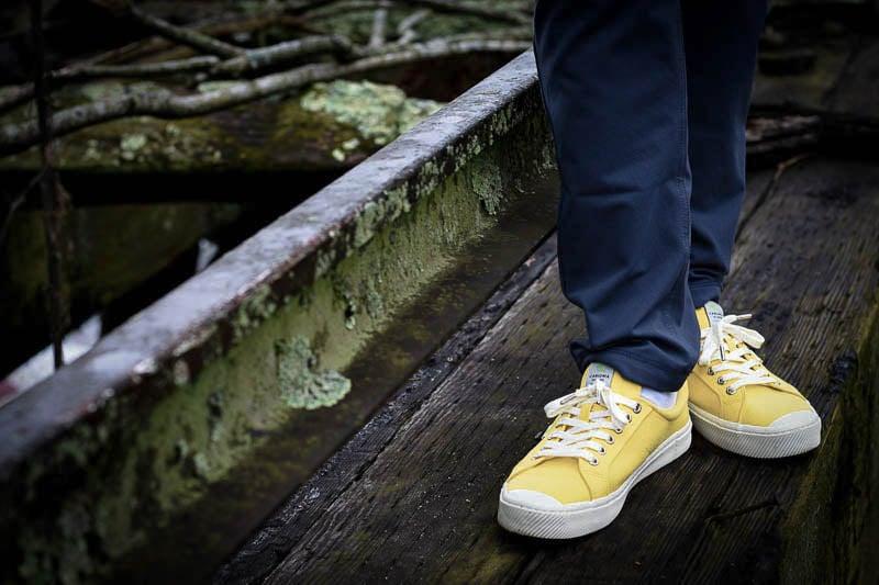 Cariuma Sneakers OCA Low against wood