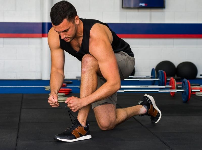 Model tying shoes 1