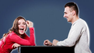 How to make a girl laugh woman and man on a date and laughing